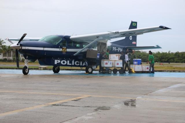 Aviões levam doses de vacinas contra Covid-19 para o interior da Bahia