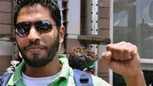 الإنتربول يطلق سراح الإخواني عبد الرحمن عز بعد إلقاء القبض عليه ويرفع شعار رابعة الإرهابي