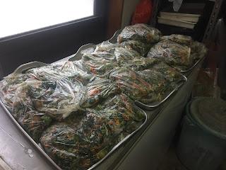 1袋に約700gずつ小分けして、冷凍保存する。