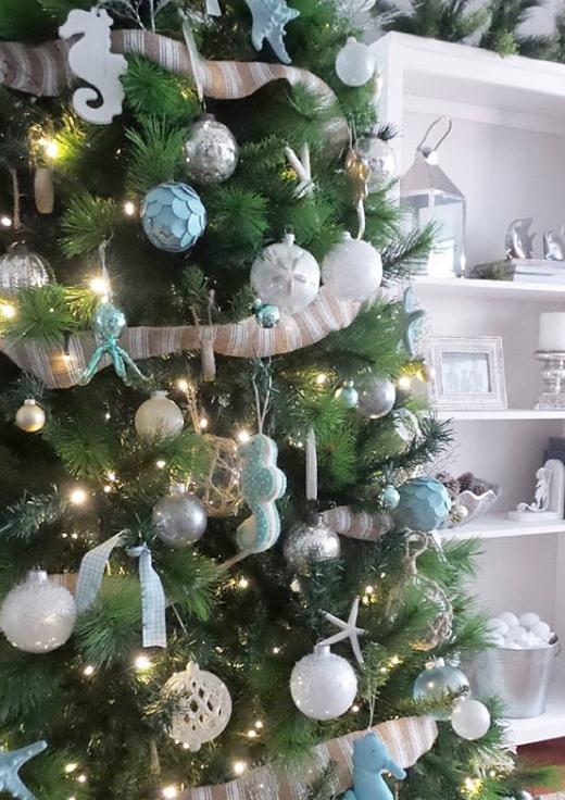 Traditional Coastal Christmas Tree Idea