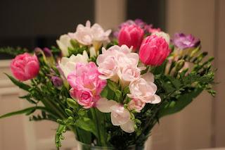 arti bunga freesia