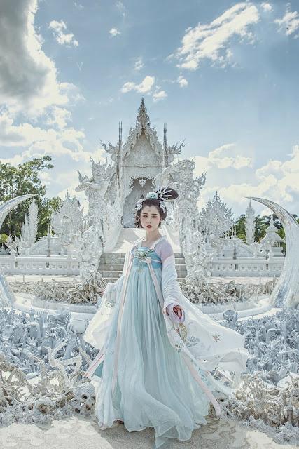 Bất cứ góc nào của Wat Rong Khun đều có nét đẹp nghệ thuật mê hoặc, có thể trở thành điểm check-in lý tưởng cho du khách.