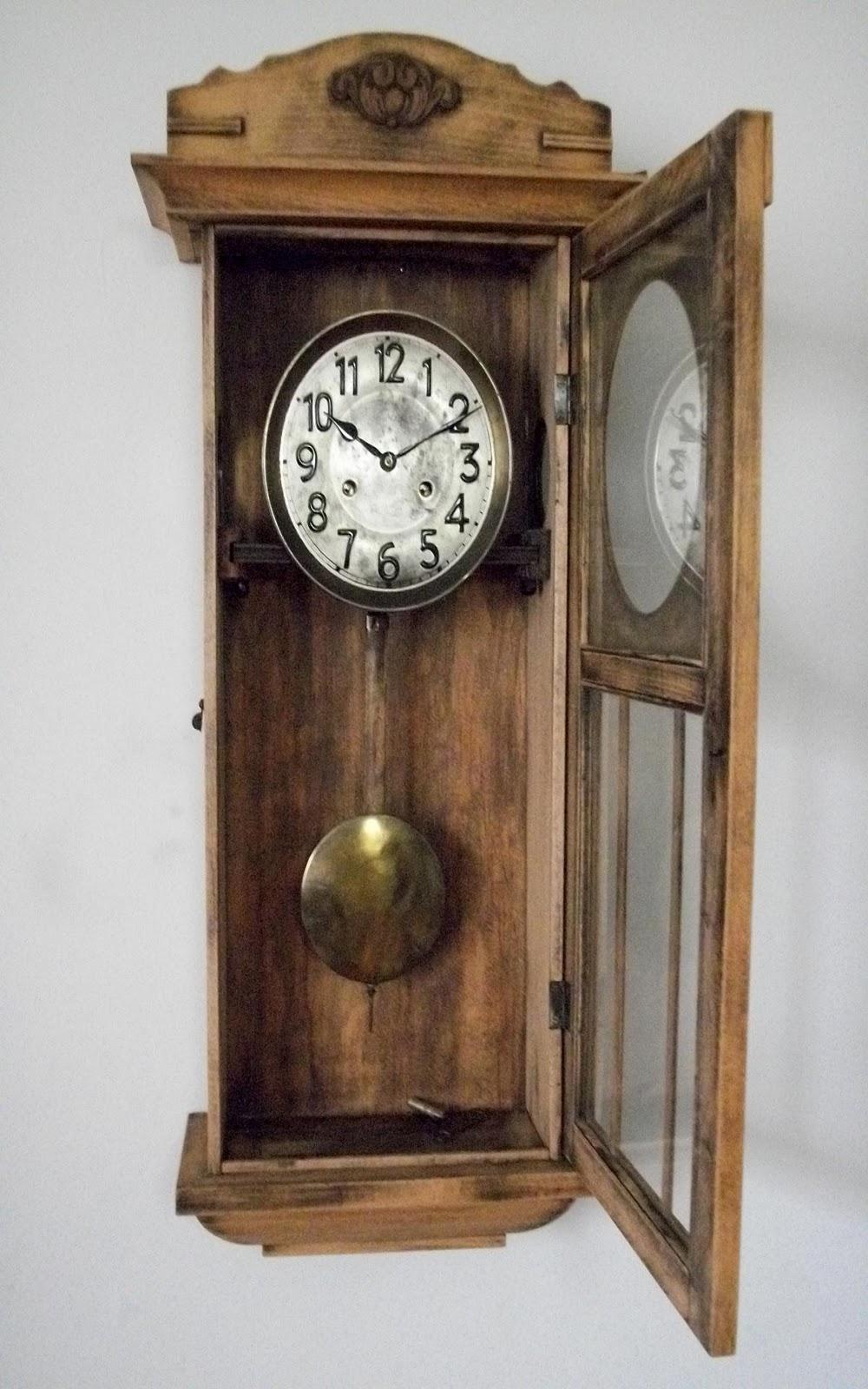 0c6849df253 Relogio de parede JUNGHANS modelo muito antigo. Bate hora e meia hora. Ano  aproximado de fabricação 1890. Caixa estilo Rústico.