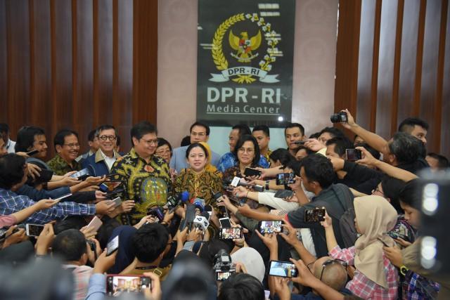 Ketua DPR Terima Draf RUU Omnibus Law Cipta Kerja dari Pemerintah