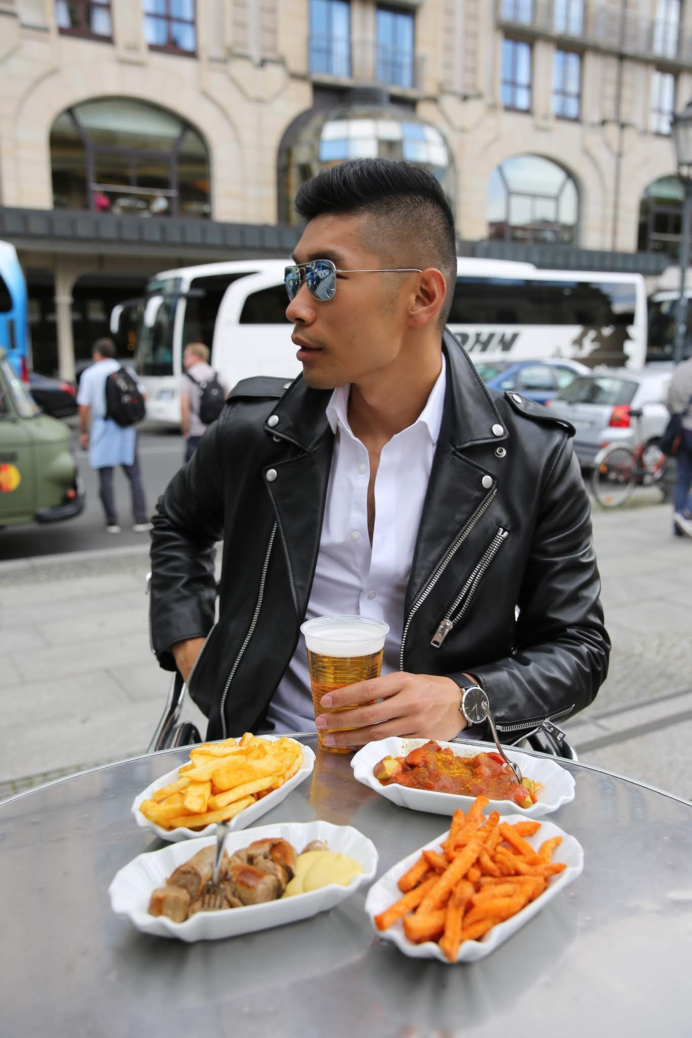 Leo Chan eating in Berlin