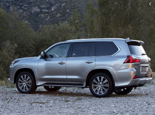 Lexus LX 570 2016 Side View