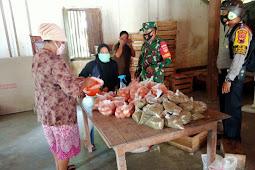 Babinsa Karangdowo Kawal Penyaluran Bantuan Pangan Non Tunai