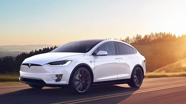 Tesla Model X Kamyon Çekimi