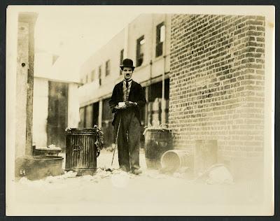 """Чарли Чаплин на съемках """"Малыша"""" (1921)"""
