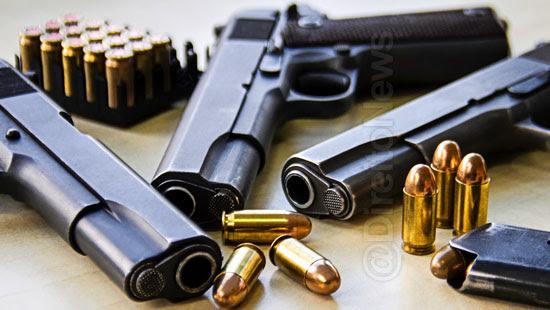 fotos ostentando armas aumento pena direito