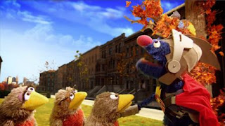 Super Grover helps A robin family, Super Grover 2.0 Pulleys, Nest Moving Day, A robin family cannot move their grand piano up to their new nest. Sesame Street Episode 4321 Lifting Snuffy season 43