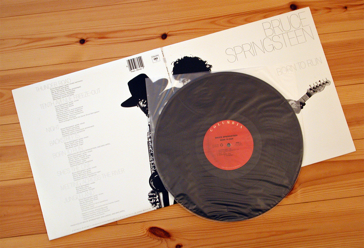 BORN TO RUN US pressing LP variants: unusual red labels (JC 33795)