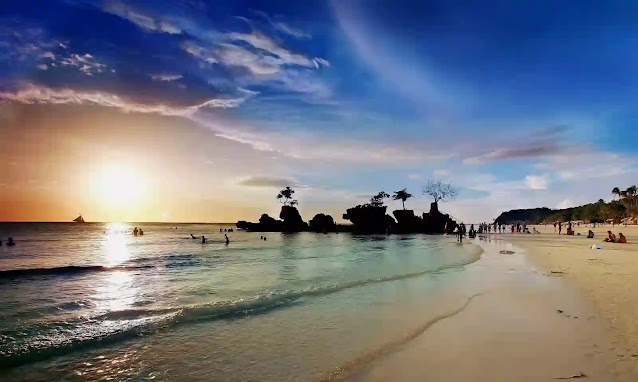 5 Best Attractions in the Philippines Next, we will discuss Philippine tourist destinations that you can visit while on vacation there. Boracay There is a reason that Boracay Island is considered the beach capital of the Philippines because there are more than 12 beaches.