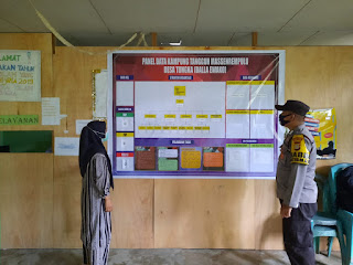 Pantau PPKM skala Mikro, Bhabinkamtibmas Polsek Enrekang Bripka Eko Berkunjung ke Posko Desa Tungka