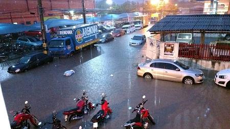 TEMPORAL: Muro de escola desaba e ruas ficam alagadas durante chuva forte em Caxias