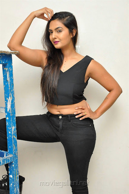 Neha Deshpande Hot Navel Show Pic in Black Top And Jeans