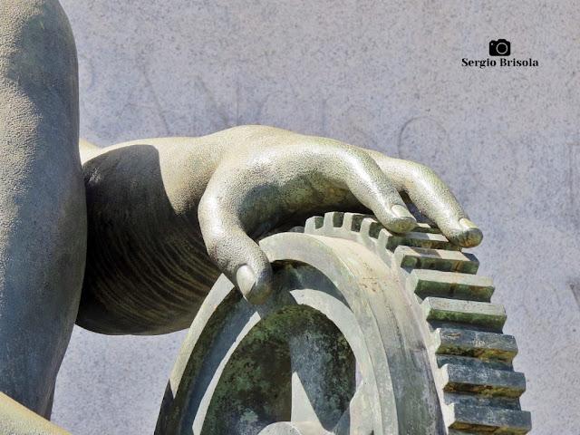 Musa da Engenharia - Monumento a Ramos de Azevedo (detalhes)
