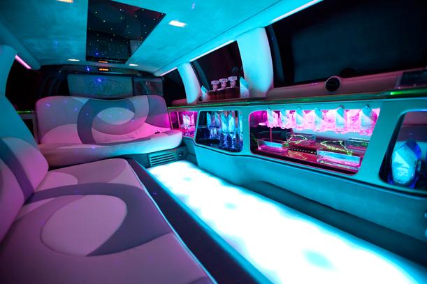 Excalibur Limousine mieten. Bar in der Limousine, Lichtershow.