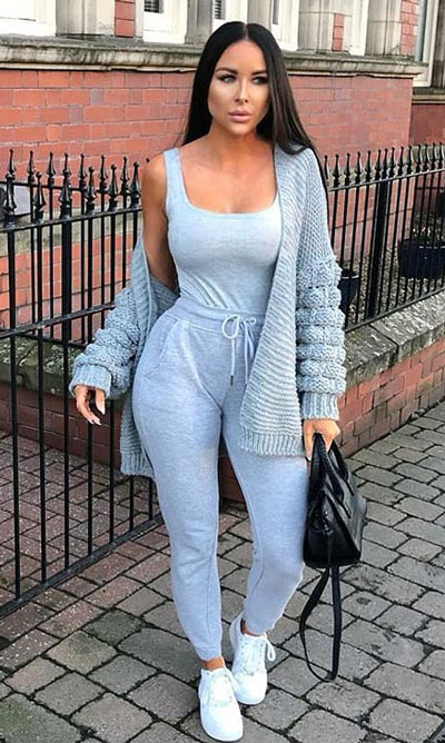 21 Fashion Forward Funky Outfits to Keep You Warm. And make you the coolest, most exciting fashionista on the scene. Winter Outfits via higiggle.com | cardigan + joggers | #fashion #falloutfits #cardigan #joggers