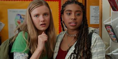 Alycia Pascual-Peña (Lucy) y Hudley Robinson (Vivian)