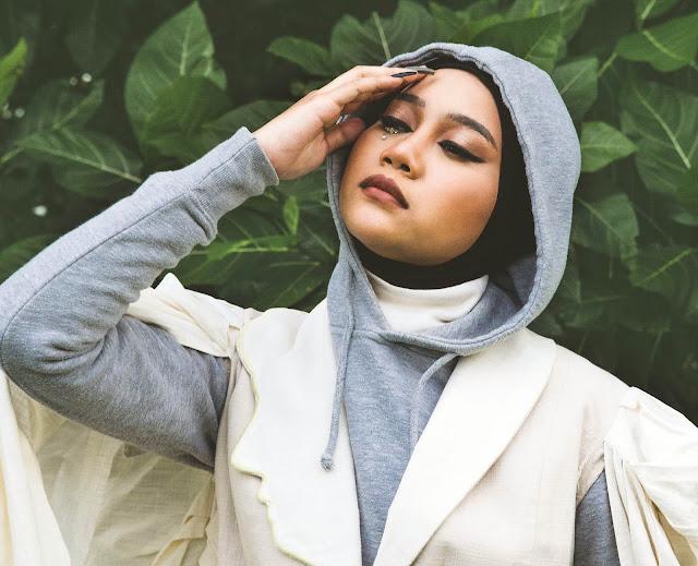 Kisah Cinta Kelam Ayuenstar dalam Single <i>Heart is Dying</i>