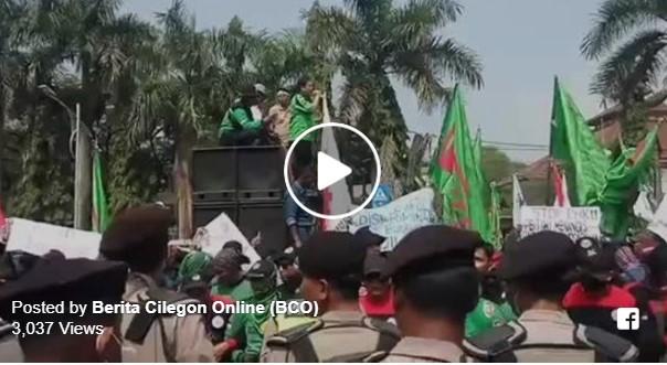 PHK Massal, Ribuan buruh PT Indoferro Kepung Kantor Walikota dan DPRD Kota Cilegon