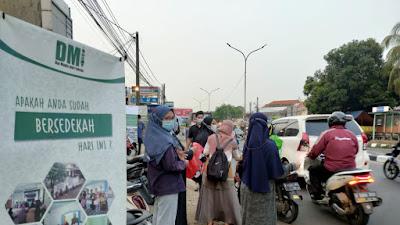 Santri Pesantren Mahasiswa Dai Tebar Paket Buka Puasa Ramadhan