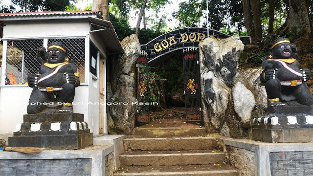 Gapura selamat datang di Gua Donan Kec. Kalipucang Kab. Pangandaran.