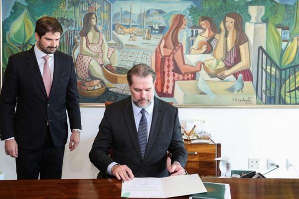 Toffoli, Presidente interino da República, sanciona lei que criminaliza importunação sexual