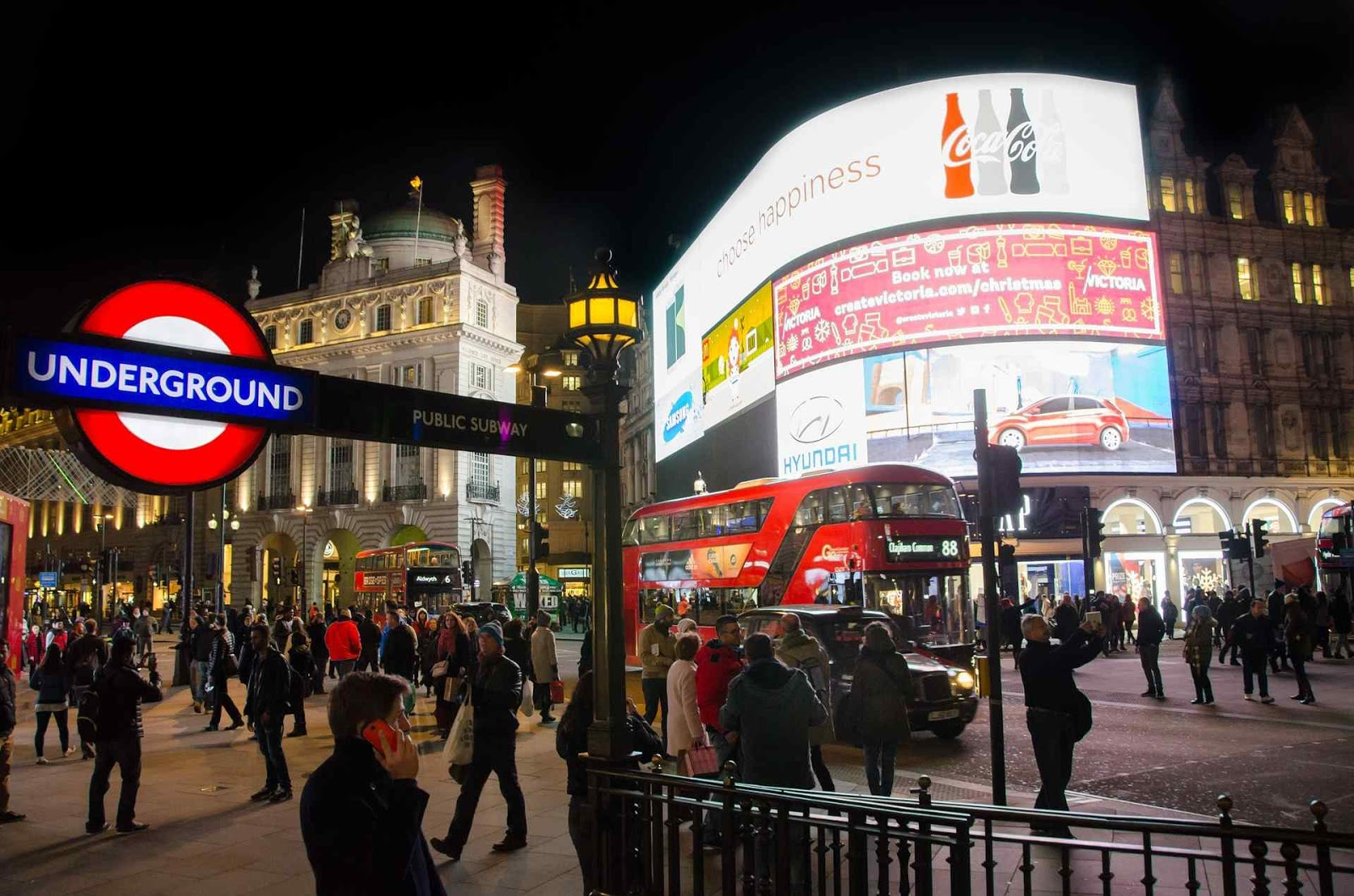 Best Things You Can't-Miss To Do In London - Piccadilly Circus