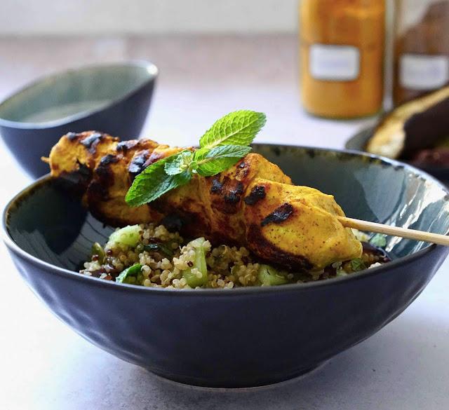 poulet grillé , barbecue , épices , brochettes de poulet