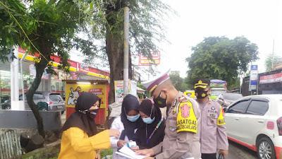 Petugas Operasi Penyekatan di Depan Pasar Lawawoi Diperketat Pemeriksaan