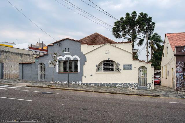 Duas casas com o mesmo telhado