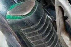 Tips Sederhana Mengatasi foostep Belakang Motor Yang Kendor