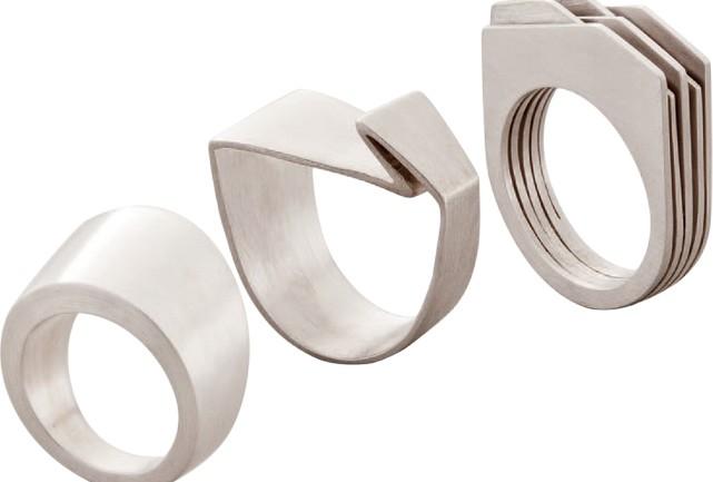 6db8a20bb92 A designer de joias LUISA VELLUDO entrouRehabme na roda da moda com peças  de desenho limpo e ângulos precisos. Sofisticado.