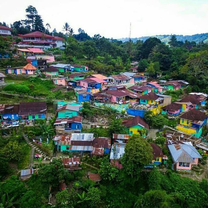 kampung warna warni parapat