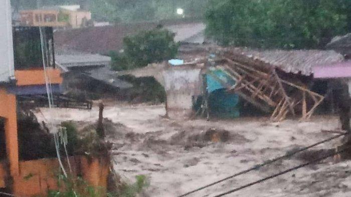 Tak Hanya Rumah, Banjir Bandang juga Rendam Pabrik Aqua Mekarsari Cicurug Sukabumi Jabar
