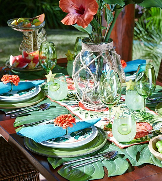 Turn your Table into a Tropical Paradise with Green Palm ...