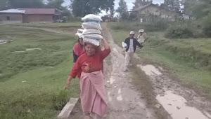 Walau Buruknya Jalan Parbaba Dolok, VANTAS Tetap Kunjungi Rayatnya