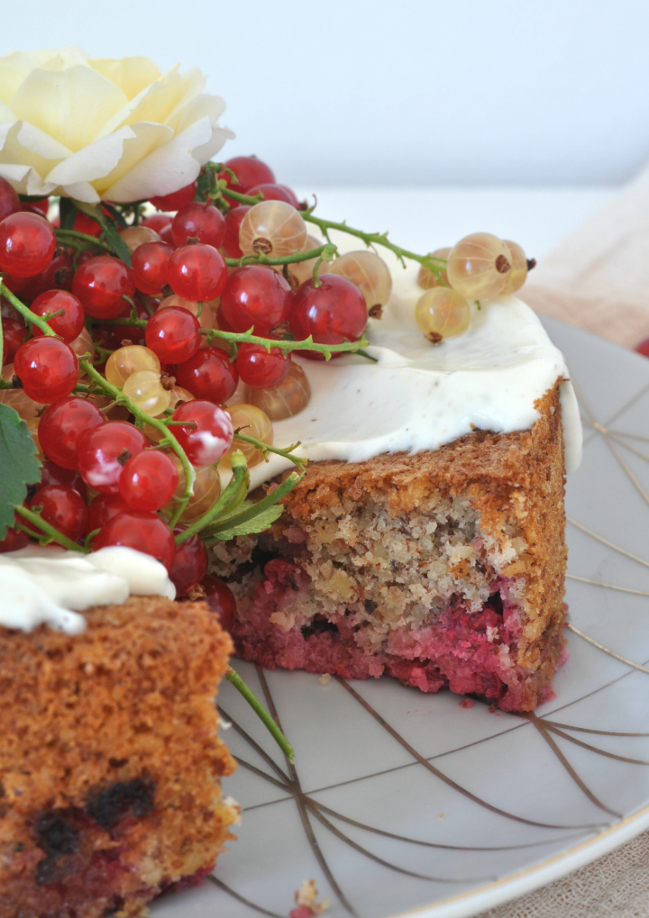 Red Currant-Sponge Cake with Tonka Bean, glutenfree and oh-so good!