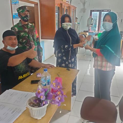 Penyerahan BLT-DD Kepada Masyarakat Diwialayah Binaan Turut Serta Didampingi Personel Jajaran Kodim 0207/Simalungun