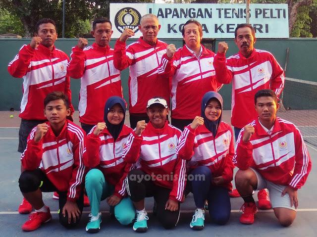 Tak Hanya Handal Tangai Pasien, dr. Jufri Nasution Juga Piawai Obati Tenis Kota Kediri