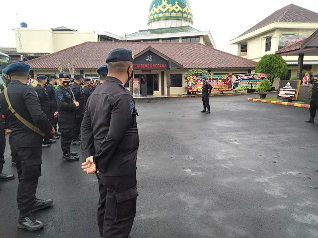 Brimob Lampung Back Up Polres Mesuji Amankan Sidang Paripurna Pemilihan Wakil Bupati Mesuji