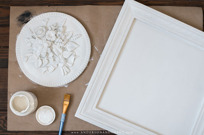 Painting medallion and frame white