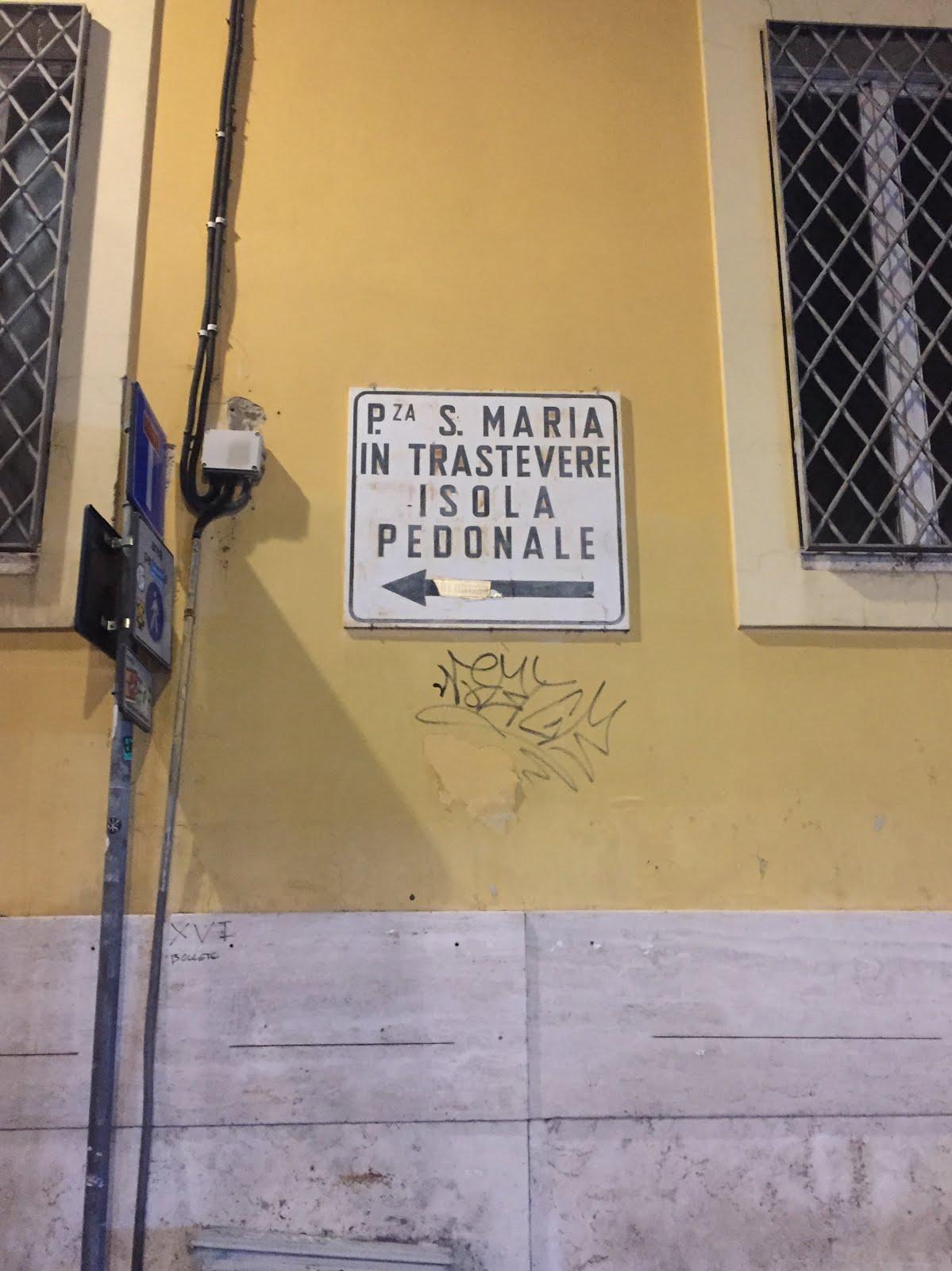 se balader dans le quartier de trastevere la nuit à rome