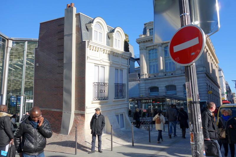 Paris maison fond une installation de leandro erlich for Maison du monde paris 13