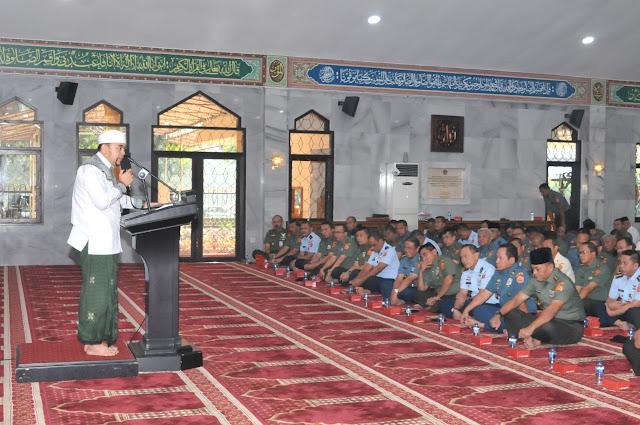 Kepala Staf Umum TNI Ikuti Ceramah Rohani Islam