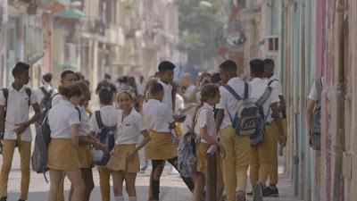 Saída de uma escola em Havana - Divulgação