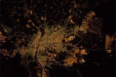 شاهد مدينة القاهرة Cairo ليلا من الفضاء