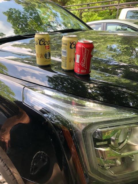 unsere Lieblings-Biere auf der Motorhaube unsere GMC Yukon XL